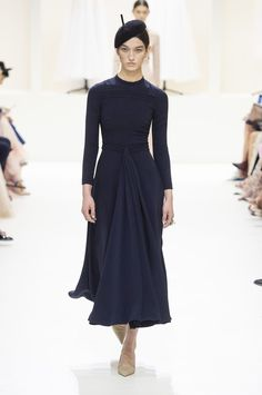 For Christian Dior haute couture Fall/Winter Maria Grazia Chiuri took inspiration from Elisabetta Orsini's book, ''Atelier: Places of Thought and . Dior Haute Couture, Couture Week, Couture Mode, Style Couture, Couture Fashion, Fashion Goth, Juicy Couture, London Fashion Weeks, Dior Collection