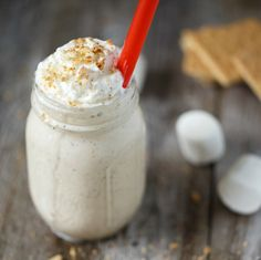 Toasted Marshmallow Milkshake Toasted - sounds divine, and looks so special. A great take on a bonfire night classic. Toasted Marshmallow Milkshake Toasted - sounds divine, and looks so special. A great take on a bonfire night classic. Cookbook Recipes, Cooking Recipes, Bonfire Night Food, Toasted Marshmallow, Frozen Treats, Yummy Drinks, Mix Drinks, Just Desserts, Delicious Desserts