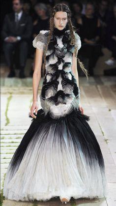 Alexander McQueen : Paris SS 2011