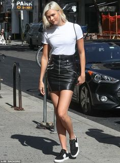 Karlie Kloss seen leaving Victoria's Secret offices | Daily Mail Online