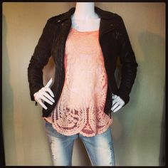 Leatherlook Jack €59,99 Lace top €24,99 Jeans €34,99 Riem €14,99 @fratellosemmen