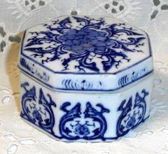 Vintage Porcelain Oriental Blue White Trinket Dish with Lid by yesteryearsgoodies