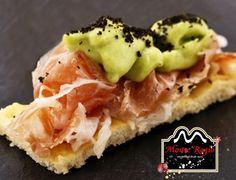 ¡Nos vamos de aperitivo! Tosta de jamón ibérico #MonteRegio, crema de aguacate y virutas de olivas negras