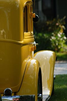 Yellow Coupe Just love vintage cars and trucks! Yellow Car, Mellow Yellow, Color Yellow, Yellow Submarine, Mustard Yellow, Yellow Cottage, Yellow Brick Road, Us Cars, Car Wheels