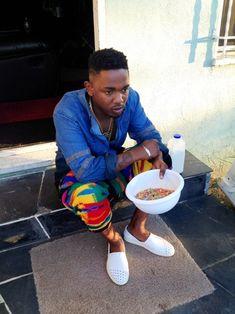 Kendrick Lamar in Bohemian Society Cosby pants King Kendrick, Kendrick Lamar, Kung Fu Kenny, Hip Hop Art, Hip Hop And R&b, J Cole, American Rappers, Hip Hop Fashion, Men's Fashion