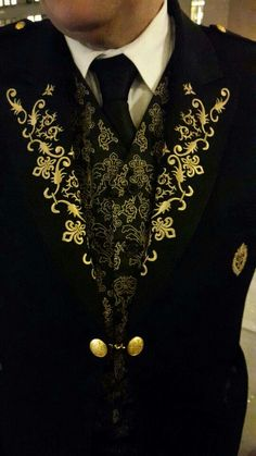 I love this gold embroidery on this doorman uniform at the Plaza!