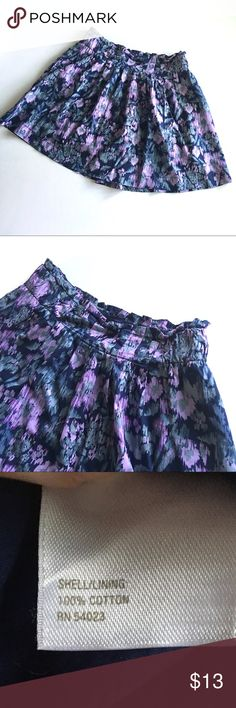 """€ Old Navy abstract A-line skirt D9 Old Navy abstract floral print a -line skirt // Sz 4 // 100% cotton. Lined. // Colors are navy blue, gray, lilac purple // belt loops // side Zip // minor fade from wash // not my size. Can't model // 15.5"""" waist laid flat. No stretch // 16.5"""" length // non-smoking home // 4.8.13.73 5.2o // Bundle discounts! Old Navy Skirts A-Line or Full"""