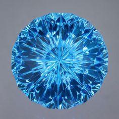 Swiss Blue Topaz gemstone.... aaaaaah so coooool! This is the previous one's sister!
