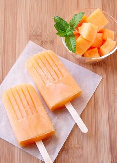 These cantaloupe popsicles are the perfect kid-friendly dessert for those hot summer nights. No ovens involved!