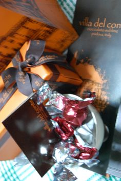 box Del Conte, Villa, Gift Wrapping, Box, Gifts, Gift Wrapping Paper, Snare Drum, Presents, Wrapping Gifts