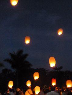 Hacienda Dzibikak - releasing lanterns