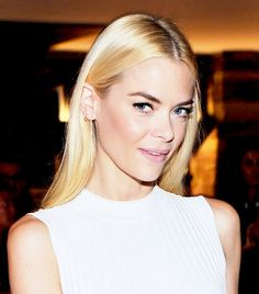Jaime King - Makeup artist Jamie Greenberg gave King a peachy flush, lush lashes, and a barely-there lip at the CFDA/Vogue Fashion Fund Finalists Dinner (Oct 2014)