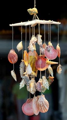 Carillon éolien Shell 37 Shell Crafts to do when Summer's over . Seashell Wind Chimes, Diy Wind Chimes, Seashell Art, Seashell Crafts, Beach Crafts, Diy Crafts, Seashell Mobile, Starfish, Homemade Wind Chimes