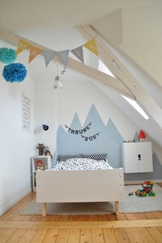 Kids room with vaulted ceiling and mountain wall detail http://www.schmasonnen.blogspot.de/