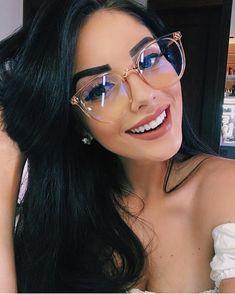 Hallo, 28 Kommentare - Fashion For Girls ( en Ins . - Alex Caceres Moza - - Hallo, 28 Kommentare - Fashion For Girls ( en Ins . Cute Glasses, New Glasses, Girls With Glasses, Glasses Trends, Womens Glasses Frames, Lunette Style, Fashion Eye Glasses, Wearing Glasses, Sunglasses Women