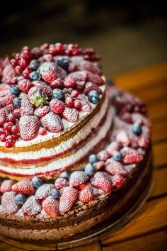 Friss gyümölcsös esküvői naced cake a hétvégi etyeki lakodalomról. www.asztalka.com