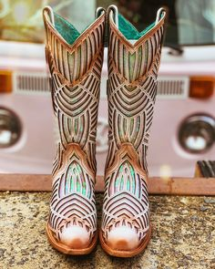Cute Cowgirl Boots, Womens Cowgirl Boots, Western Boots, Hippie Chic, Bohemian Style, Country Style Outfits, Fashion 2020, Style Fashion, Fringe Boots