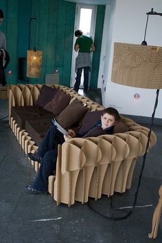 1 26 DIY Cardboard Furniture Ideas That Are Surprisingly Practical – Lourdes Rosa. 26 DIY Cardboard Furniture Ideas That Are Surprisingly Practical 26 DIY Cardboard Furniture Ideas That Are Surprisingly Practical Cardboard Chair, Diy Cardboard Furniture, Cardboard Design, Paper Furniture, Cardboard Crafts, Handmade Furniture, Furniture Plans, Furniture Makeover, Cool Furniture