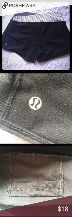Lulu lemon shorts Grey and cream striped belt, black cloth exterior lululemon athletica Shorts