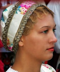 Főkötő -Sárközi, Bátai menyecske főkötő- Hungary Folk Costume, Costumes, My Heritage, People Of The World, Eastern Europe, European Travel, Folklore, Hungary, Budapest