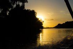 O pôr do sol no rio Preguiças, em Barreirinhas