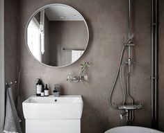 How to make the small bathroom feel bigger - 7 tips How to make a small bathroom feel bigger - 7 compact living tips Target Bathroom, Small Bathroom, Shower Chair, Bathroom Design Luxury, Compact Living, Bedroom Lighting, Bathroom Furniture, Elle Decor, Toilet