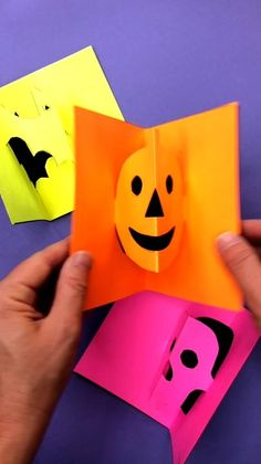Make your own simple Halloween pop-up cards! Print our templates and make these cute Halloween pop-up cards for friends and family. Creative Activities For Kids, Halloween Activities For Kids, Easy Halloween Crafts, Halloween Kids, Diy For Kids, Holiday Crafts, Homemade Halloween, Diy Crafts Love, Paper Crafts For Kids