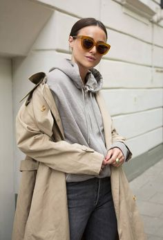 A Hoodie and Trench Coat Make for the Perfect Spring Outfit Combo —Lena Lademann in a classic trench coat, gray hooded sweatershirt, and faded black jeans Faded Black Jeans, Classic Trench Coat, Trench Coats, Hooded Sweatshirts, Hoodies, Street Style Edgy, Mode Style, Slow Fashion, Grey Hoodie
