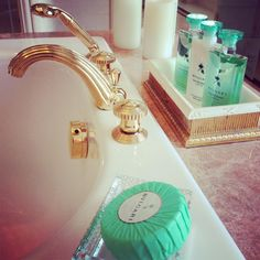 Bath Amenities@ fs George V ~ Colette Le Mason Hotels In France, Dressing Area, Hotel Decor, Ways To Relax, Home Spa, Four Seasons Hotel, Hotels And Resorts, Luxury Travel, Mirror