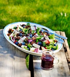 Mustikkainen salaatti | K-ruoka Scandinavian Food, Vinaigrette, Pasta Salad, Acai Bowl, Cheese, Snacks, Cooking, Breakfast, Ethnic Recipes