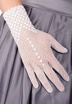 Matching ModCloth accessories: Retro white lace gloves - a must for a formal garden party! Col Crochet, Crochet Mittens, Crochet Gloves, Indie Outfits, Vintage Outfits, Vintage Clothing, Vintage Dresses, Lace Dresses, Vintage Gloves