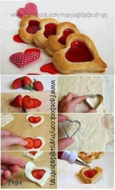Rico postre hecho con pasta de hojaldre algunas fresas y mermelada de fresa