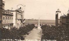 Boscosa plaza de Candelaria, la de España no existía y el mar al alcance de la mano. Tenerife, Plaza, Modern, Santa Cruz, Porto, The Neighborhood, Canary Islands, Antique Photos, Past Tense
