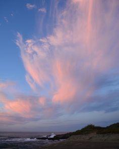 "43 Gostos, 5 Comentários - Brenda van den Broek (@brendas_travels) no Instagram: ""Pink clouds... Punakaiki | New Zealand #punakaiki #westcoast #southisland #newzealand #sunset…"""