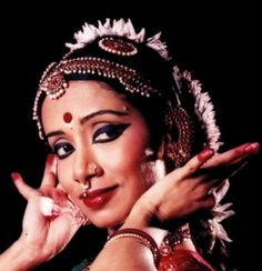 beautiful women performing Bharatnatyam,the classical dance form from the South Indian state of Tamil Nadu. Folk Dance, Dance Art, Indian Music, Indian Art, Dance Photography, Photography Women, Indian Classical Dance, Belly Dancers, Costume
