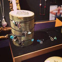 BRACELET in black leather de Crystallites en Etsy Black Leather, Bracelets, Etsy, Initials, Handmade Gifts, Hand Made, Bangle Bracelets, Bracelet, Arm Bracelets