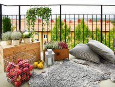 Un balcon très cosy ! via Planete Deco