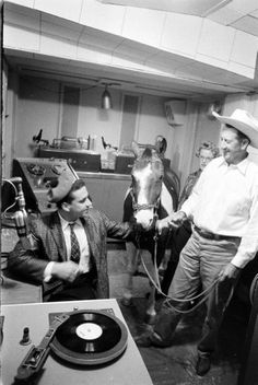 radio station essay Vintage radio  essays by wshu's monday morning commentator david  bouchier learn about stories, music highlights, special events & station updates.