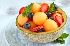 Salade melon fraise : une recette de desserts facile et gourmande.