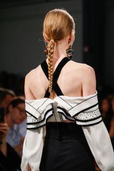 夏のヘアスタイル ヘアアレンジ 2016年春夏 まとめ髪 ナチュラル 三つ編み ブレイズ braide