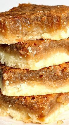 Butter Tart Squares: the easiest way to homemade butter tart flavour! If youve Butter Tart Squares: the easiest way to homemade butter tart flavour! If youve never had a butter tart you NEED to try these. Perfect for your fall or Christmas baking! Christmas Cooking, Christmas Desserts, Christmas Recipes, Köstliche Desserts, Dessert Recipes, Desserts For A Crowd, Butter Tart Squares, Baking Recipes, Cookie Recipes