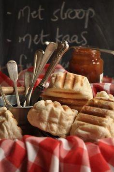 {Roosterkoek - familieresep is lipleklekker! Kos, Easy Cooking, Cooking Recipes, Tapas, Ma Baker, Braai Recipes, Easy Eat, South African Recipes, Food Test