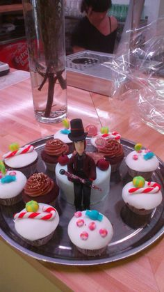 willy wonka y cupcakes de chocolate