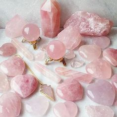 Discover the Rose Quartz stone meaning, healing properties, spiritual meaning and more to see if Rose Quartz crystal is the right stone for you! Crystal Magic, Crystal Grid, Crystal Healing, Chakra Healing, Quartz Crystal, Crystal Altar, Crystal Castle, Pink Quartz, Crystal Aesthetic