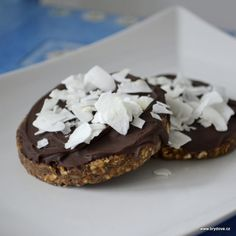 Datlovo-ořechové zákusky | brydova.cz Treats, Desserts, Food, Fitness, Gymnastics, Goodies, Postres, Deserts, Hoods