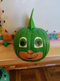 Gekko pumpkin from PJ Masks Halloween Costume Contest, Halloween Costumes For Kids, Halloween Crafts, Holiday Crafts, Halloween Decorations, First Halloween, Halloween 2016, Happy Halloween, Painting Pumpkins