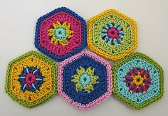 Small Hexagon Flowers PDF pattern by Paula Matos
