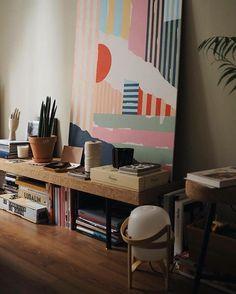 La calidez de los pequeños detalles ✨〰📸 Rinconcito del precioso piso madrileño de @annaponsalopez y el diseñador @mikinaranjo ✨ #abitofdomesticoshop