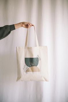 Grocery shopping, coffee shops, and all of the errands in between. Our LIKEYOU tote gives the best reminder that there's no one LIKEYOU! Broderie Simple, Diy Tote Bag, Cute Tote Bags, Designer Totes, Ideias Diy, Canvas Tote Bags, Painted Canvas Bags, Canvas Totes, Printed Tote Bags