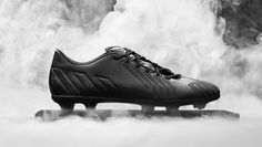 New Blackout and Whiteout Adidas 2014 Football Boot Collection Launched - Adidas unveils new black and white boots for the Copa Mundial, the Adizero and the Predator Instinct. White Football Boots, Black And White Football, Messi Y Ronaldinho, Messi Gif, Adidas Football, Football Soccer, Black And White Boots, Adidas Predator, Champions